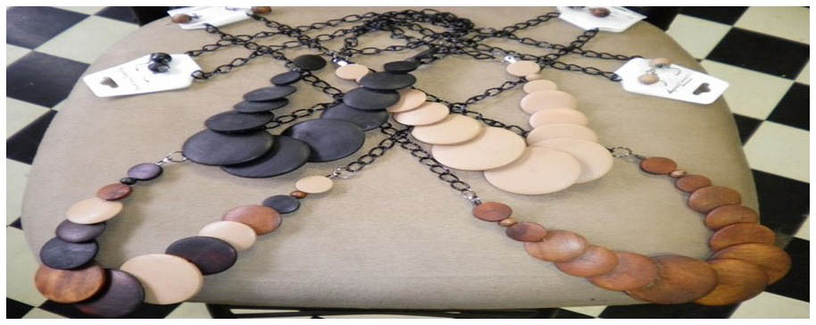 NECKLACE-WOOD